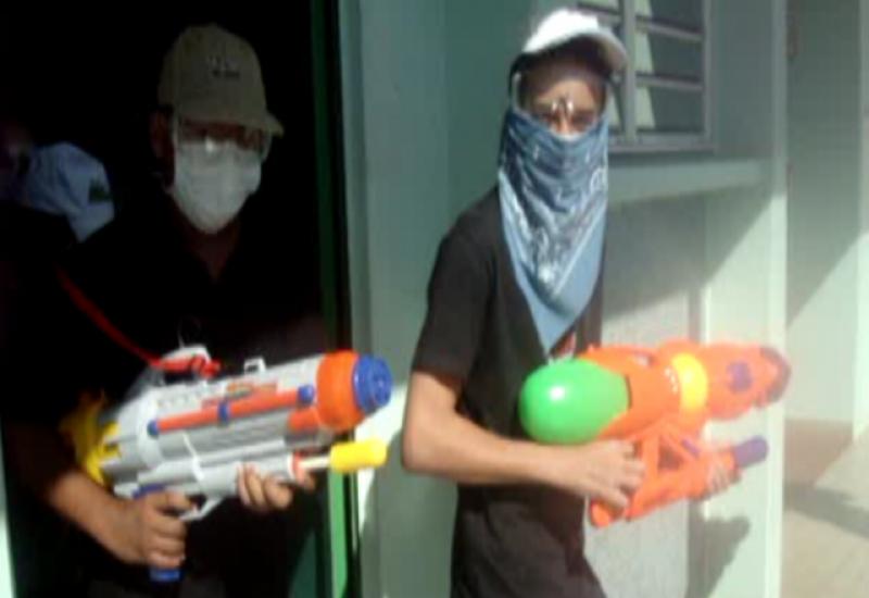 jeu multijoueur gratuit morbak attaque d'un collège au pistolet à eau